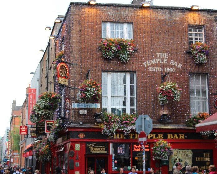 Dublin-day-trip-the-temple-bar