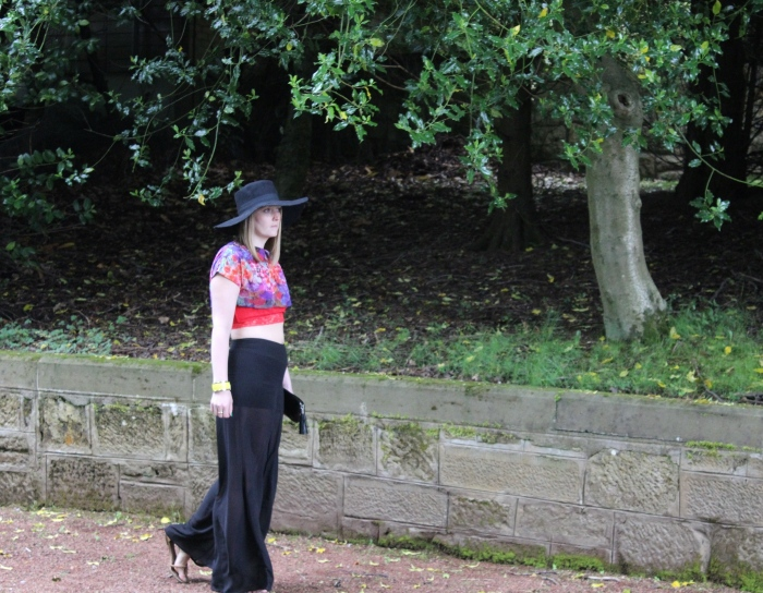 Sheer-flares-crop-top-wide-brim-hat-street-style