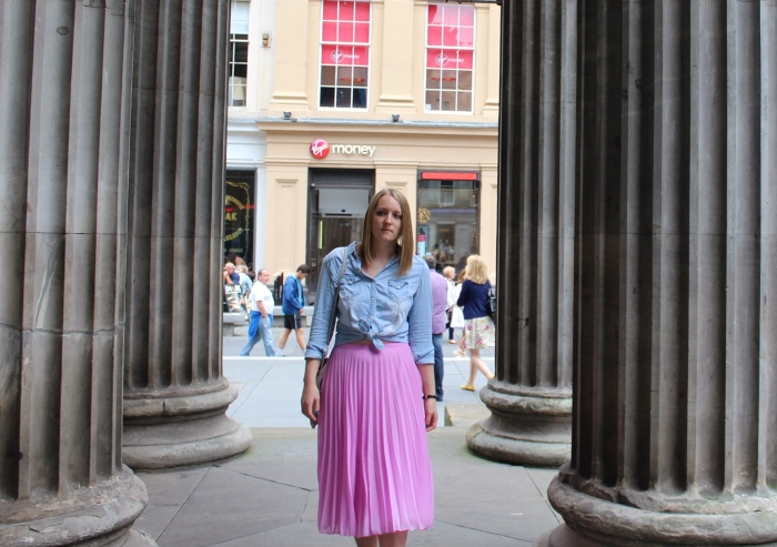 Pleated-midi-skirt-with-knotted-denim-shirt-street-style