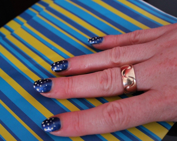 Yellow-blue-graduating-spot-nail-art