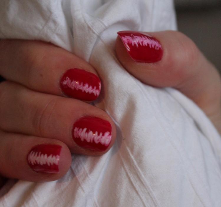 Living-in-a-boxx-raspberry-ripple-nail-art-tutorial