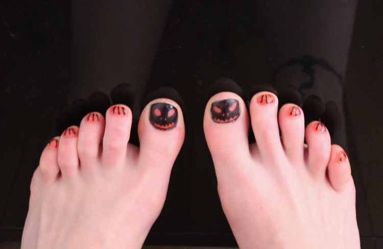 Halloween-nail-art-pumpkin-design-living-in-a-Boxx