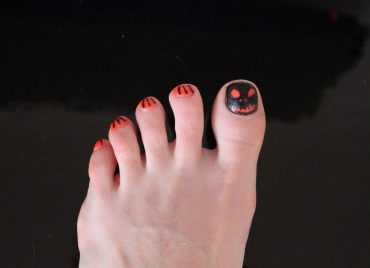 Halloween-nails-pumpkin-design-tutorial-living-in-a-Boxx