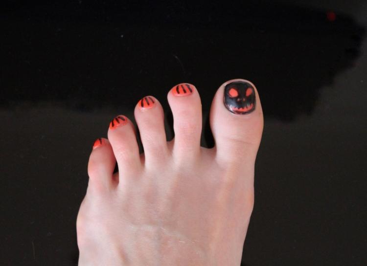 Halloween-nails-pumpkin-design-tutorial-living-in-a-Boxx