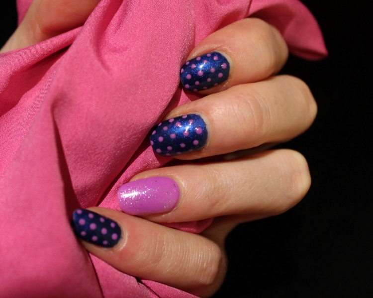 Living-in-a-Boxx-blue-pink-polka-Dots-sparkle-nail-art-tutorial