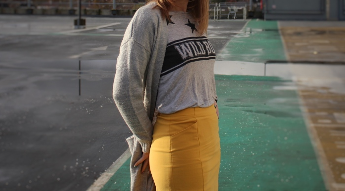 Living-in-a-Boxx-yellow-Saffron-pencil-skirt-layered-street-style
