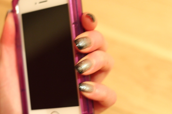 Living-in-a-Boxx-ombré-dark-nail-art-tutorial-perfect-storm