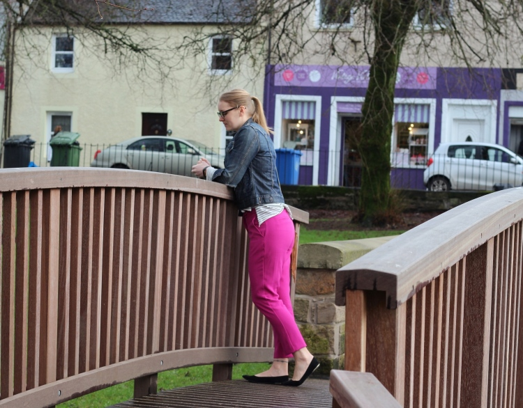 living-in-a-boxx-pink-cigarette-pants-striped-sweater-street-style