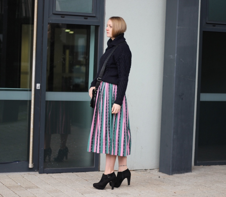Living-in-a-boxx-vintage-striped-skirt-Zara-knit-street-style