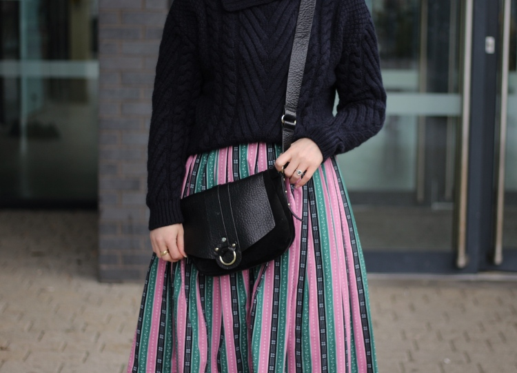 Living-in-a-boxx-striped-skirt-vintage-Zara-knit-winter-street-style