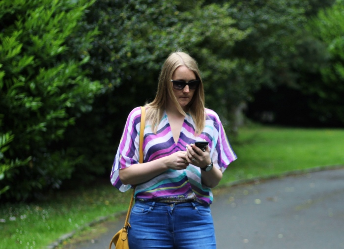 Living-in-a-boxx-striped-shirt-street-style